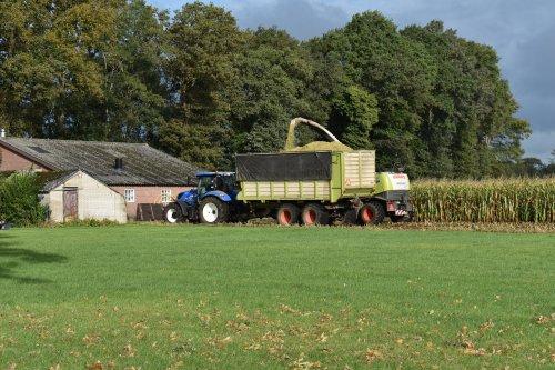 Foto van een New Holland T 6.160. Geplaatst door jordi 1455 op 15-10-2019 om 21:34:05, op TractorFan.nl - de nummer 1 tractor foto website.