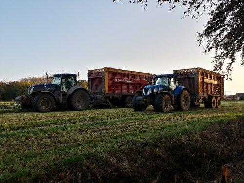 Foto van een New Holland Meerdere, afgelopen week nog heel wat gras weggereden 💪. Geplaatst door johndeere6230 op 01-11-2019 om 19:47:38, op TractorFan.nl - de nummer 1 tractor foto website.
