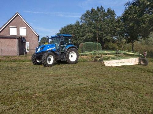 Foto van een New Holland T 6.125s. even terug na afgelopen zomer. Dagje gras harken. Geplaatst door NewHollandT6010 op 05-11-2019 om 22:21:54, op TractorFan.nl - de nummer 1 tractor foto website.