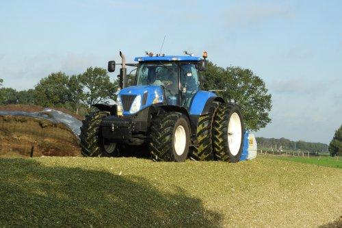 New Holland T 7050 van pekkerietfan