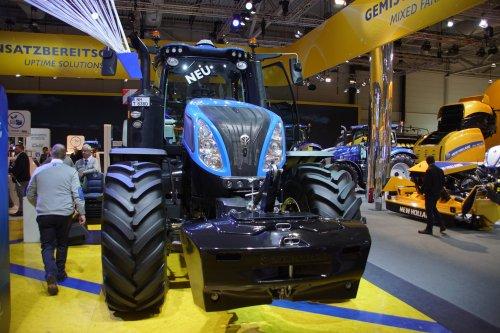 Foto van een New Holland T 8.385. Geplaatst door jans-eising op 03-12-2019 om 19:53:31, op TractorFan.nl - de nummer 1 tractor foto website.