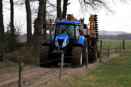 New Holland T 7030 van pekkerietfan