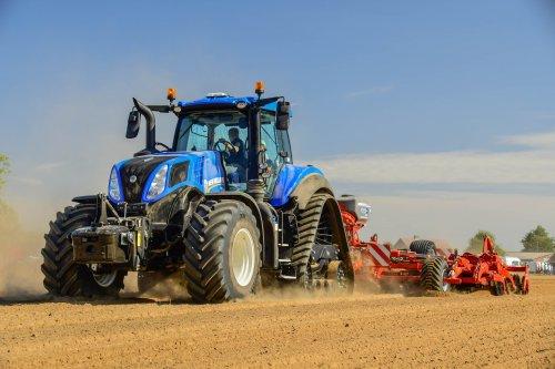 New Holland T 8.435  Werktuigendagen 2019. Geplaatst door jd7920 op 23-01-2020 om 16:57:55, op TractorFan.nl - de nummer 1 tractor foto website.