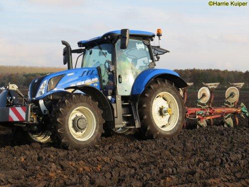 Foto van een New Holland T 6.175 , nationale ploegwedstrijd 22/11/2019 in Stadskanaal. Geplaatst door oldtimergek op 24-01-2020 om 00:12:11, op TractorFan.nl - de nummer 1 tractor foto website.