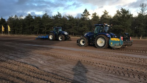 """New Holland T7.315 en T6.180. ff middagje """"cursus"""" over autocommand en intelliview gehad.. Geplaatst door hermanjohndeere op 29-01-2020 om 17:51:21, op TractorFan.nl - de nummer 1 tractor foto website."""