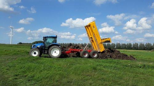 Kijk, daar heb je Loon- en Verhuurbedrijf Erik Kok (stolwijk) × met een New Holland TS 100 A.. Geplaatst door powerjd op 23-02-2020 om 10:40:51, op TractorFan.nl - de nummer 1 tractor foto website.