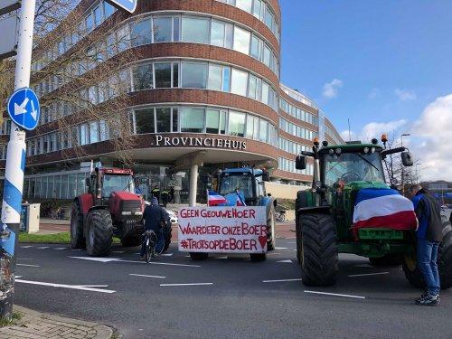 Foto van een New Holland TS115 voor het provincie huis in denhaag. Geplaatst door newholland- op 01-03-2020 om 15:03:51, op TractorFan.nl - de nummer 1 tractor foto website.