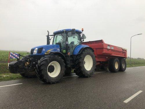 Foto van een New Holland T 6080 ritje naar de eemshaven voor een groot project dumperen. Geplaatst door jellehoekstra op 01-03-2020 om 20:25:52, op TractorFan.nl - de nummer 1 tractor foto website.