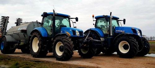 Poseren met onze nieuwe aanwinst.. Geplaatst door stevenb op 16-03-2020 om 19:27:20, op TractorFan.nl - de nummer 1 tractor foto website.