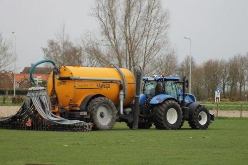 Foto van een New Holland T 7.210 met Kaweco tank van Boom agriservices (Dussen) ×.. Geplaatst door gerrit power op 22-03-2020 om 10:51:08, op TractorFan.nl - de nummer 1 tractor foto website.