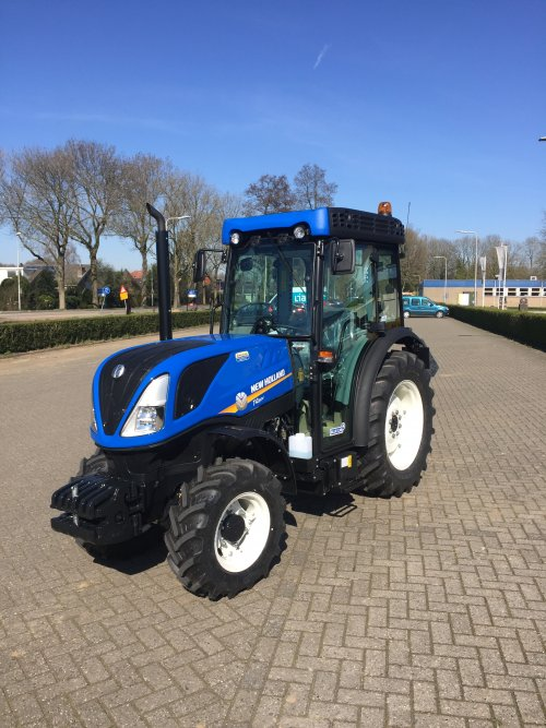 New Holland T 4.85 van nhmonteur