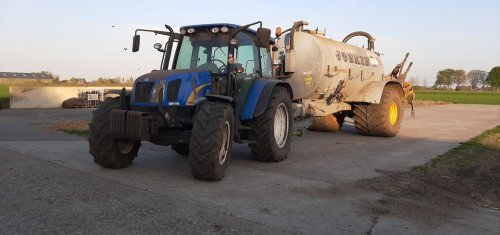 Foto van een New Holland T 5050. Geplaatst door ivo-hendriks op 17-04-2020 om 19:52:26, met 3 reacties.
