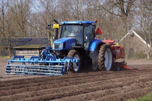 Foto van een New Holland T 6.175. Geplaatst door jans-eising op 17-05-2020 om 13:58:02, met 3 reacties.