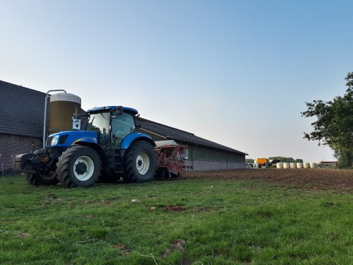 New Holland T 6080 van johndeere6230