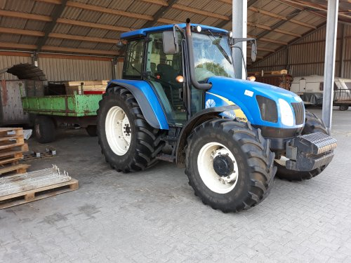 New Holland T 5050 van valyMF