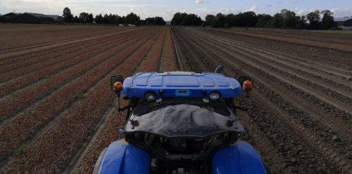 Foto van een New Holland T6.160 bezig met bollen rooien.. Geplaatst door inter fan op 02-07-2020 om 14:26:35, met 5 reacties.