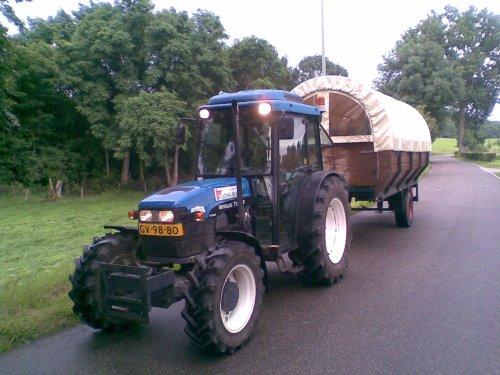 Plas pauze onderweg...!. Geplaatst door TurnMeLoose op 16-06-2008 om 18:46:02, op TractorFan.nl - de nummer 1 tractor foto website.