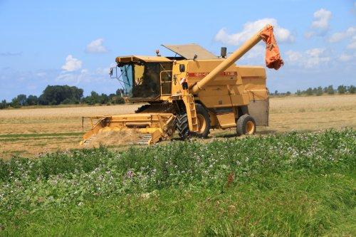 Foto van een New Holland TX 32. Geplaatst door alfredo op 22-07-2020 om 13:29:44, op TractorFan.nl - de nummer 1 tractor foto website.