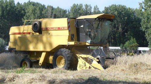 New Holland TX 32 van XC 70