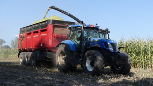New Holland T 7040 van XC 70