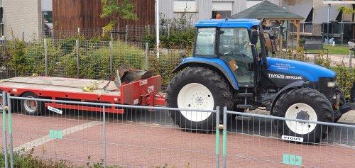 Foto van een New Holland TM 125, deze TM stond naast de bouw in Zuidland.. Geplaatst door a3vandiejen op 25-09-2020 om 11:08:16, met 20 reacties.