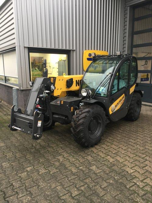 Foto van een New Holland TH5.25 verreiker.. Geplaatst door nhmonteur op 26-11-2020 om 22:44:06, op TractorFan.nl - de nummer 1 tractor foto website.