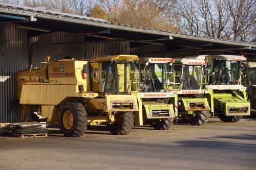 Foto van een New Holland TX 32. Geplaatst door jans-eising op 12-12-2020 om 18:02:47, met 2 reacties.