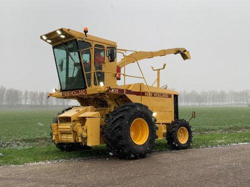 Foto van een New Holland 1800. Bijna klaar  geheel opnieuw gestyled en opgebouwd. Geplaatst door Henkkouters op 16-01-2021 om 15:22:04, met 13 reacties.