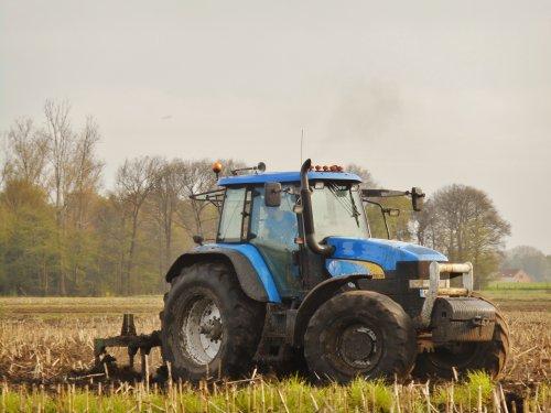 Sinds enkele jaren is er een nieuwe loonwerker aanwezig in de regio. Loon- en grondwerkbedrijf Ruud Geenen uit Meerle begon zijn carrière met een New Holland TM175 rond 2011. Intussen bestaat zijn vloot uit verschillende T7 tractoren en sinds vorig jaar ook een hakselaar.