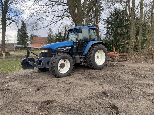 Foto van een New Holland 8160. Geplaatst door MartijnvanHeerde op 27-03-2021 om 13:12:59, met 2 reacties.
