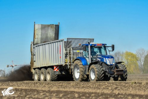 Compost strooien met een New Holland T 7.270 + Fliegl Gigant ASW 381. Geplaatst door jd7920 op 07-04-2021 om 20:03:33, met 2 reacties.