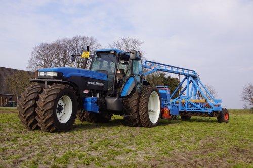 Foto van een New Holland TM 125. Geplaatst door jans-eising op 10-04-2021 om 18:46:58, met 11 reacties.