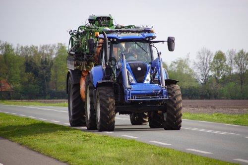 Foto van een New Holland T 7.170. Geplaatst door jans-eising op 04-07-2021 om 19:21:19, met 2 reacties.