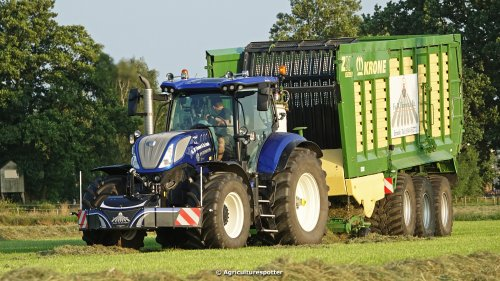 VIDEO: https://www.youtube.com/watch?v=aaLszGkxmpQ Gras oprapen in Hierden met een New Holland T7.270 Blue power limited edition (270PK) en een Krone ZX 470 GD dubbeldoel opraapwagen en een New Holland T7.315 Blue power met een Schuitemaker Rapide 3000 opraapwagen van loonbedrijf Fa. W. Timmer & Zn uit Ermelo.