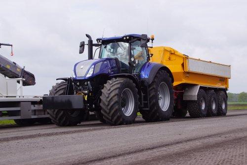 Foto van een New Holland T 7.315. Geplaatst door jans-eising op 28-07-2021 om 21:01:24, op TractorFan.nl - de nummer 1 tractor foto website.