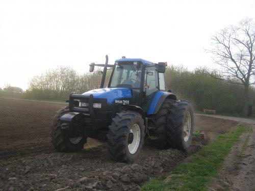 New Holland TM 125 van ford 7610