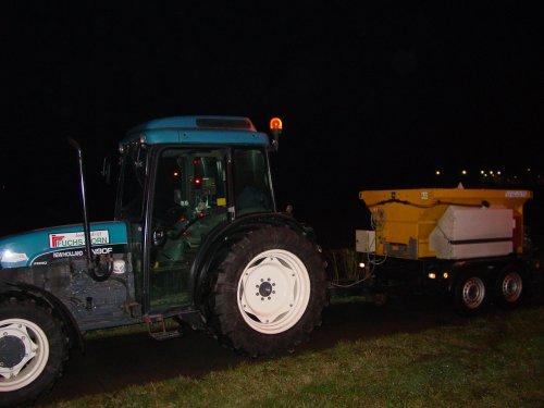 TN90F met zoutstrooier, preventieve gladheidsbestrijding voor de provinie Limburg. Geplaatst door GermaanseVosBV op 28-01-2007 om 02:08:35, met 8 reacties.