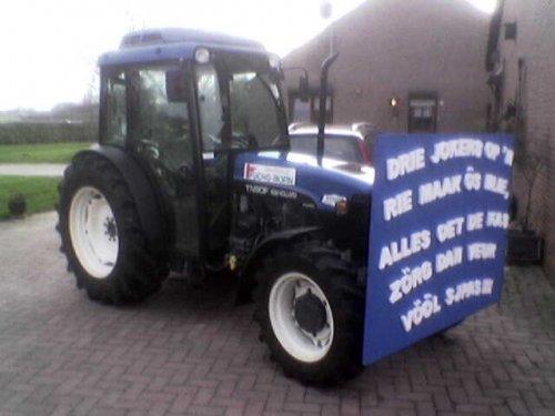New Holland TN 90 F Klaar voor de carnaval. Geplaatst door TurnMeLoose op 21-02-2007 om 04:19:11, met 10 reacties.