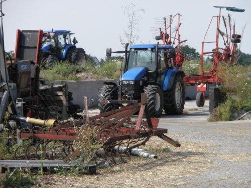 Foto van een New Holland Meerdere, bezig met poseren.. Geplaatst door sebas-casepower op 26-07-2010 om 15:44:51, op TractorFan.nl - de nummer 1 tractor foto website.