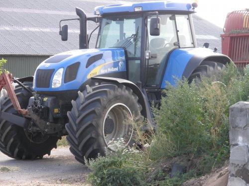 Foto van een New Holland T 7550, bezig met poseren.. Geplaatst door sebas-casepower op 26-07-2010 om 15:46:42, op TractorFan.nl - de nummer 1 tractor foto website.