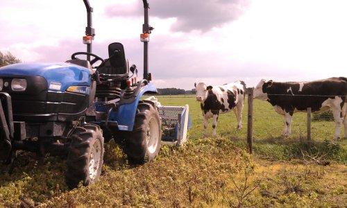 Foto van een New Holland TC21D, bezig met poseren.  Plaatje! :D. Geplaatst door wouterk op 03-10-2010 om 13:34:39, met 10 reacties.