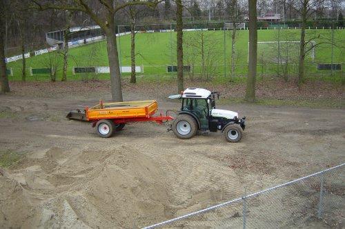Foto van een New Holland TN 90 F.. Geplaatst door elcogemert op 13-01-2011 om 19:47:34, op TractorFan.nl - de nummer 1 tractor foto website.