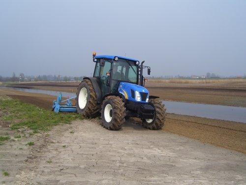 New-Holland tnd-70a. Geplaatst door peterfendt op 31-03-2007 om 05:05:49, met 3 reacties.