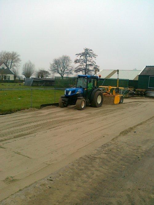 Foto van een New Holland Onbekend.. Geplaatst door RobDeutz104 op 29-02-2012 om 20:04:58, met 10 reacties.