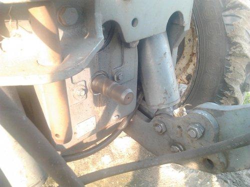 Foto van een New Holland TS 115, bezig met poseren. foto voor forum vraag, word weer verwijdert.. Geplaatst door Wiebe op 02-05-2012 om 19:53:26, met 12 reacties.