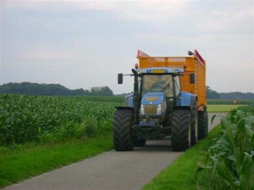 New Holland TVT 195 van schut