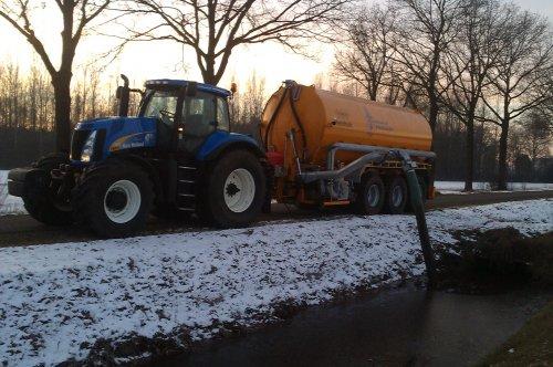 New Holland T 8010 met Veenhuis 32.000. Geplaatst door nh8770a op 14-12-2012 om 23:11:00, met 4 reacties.