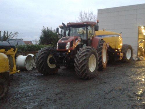 Foto van een New Holland T 7550, loonbedrijf cousin. Geplaatst door vandewalje op 23-12-2012 om 17:58:11, met 5 reacties.