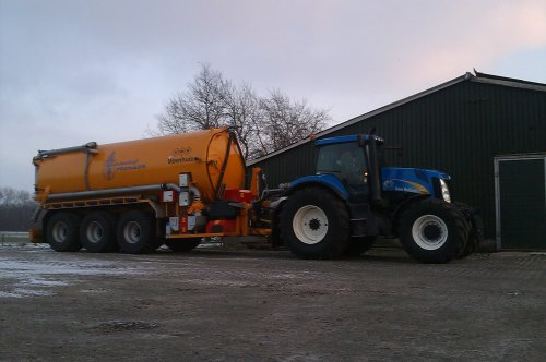 New Holland T 8010 bezig met mest halen. Geplaatst door nh8770a op 14-01-2013 om 20:57:21, met 6 reacties.