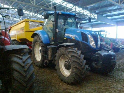 Foto van een New Holland T 7.210, bezig met poseren. ptc+ dronten. Geplaatst door rick newholland op 25-01-2013 om 19:13:26, op TractorFan.nl - de nummer 1 tractor foto website.